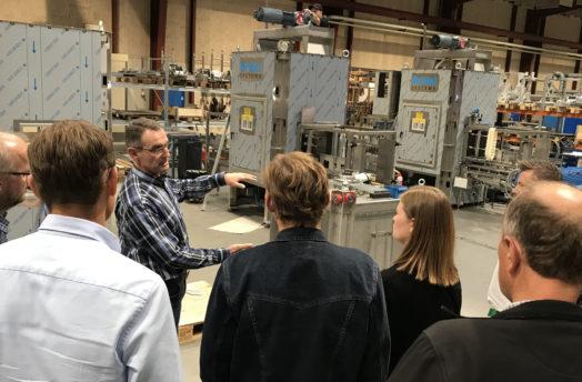Netværk for forenkling besøger Brüel Systems tilpasning